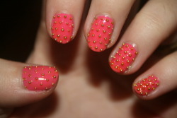nikkithefantastic:  Studded nails~~