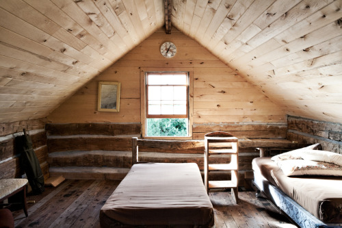 cabinporn:  Hunting cabin loft in Northwestern Wisconsin.  Submitted and photographed by Stephanie Schuster.
