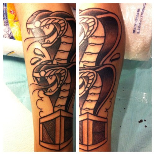 #Chicago #tattoo convention progress shot of the #extremeDoubleCobra on @perhapsicanhelp . #iphone4only #iphoneOnly (Taken with Instagram at Crowne Plaza Hotel & Conference Center)