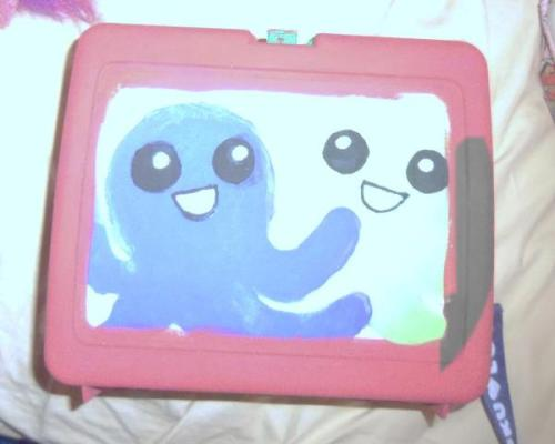 lookit my lunchtop guise!! I had an old Pokemon lunchbox that's been just sitting in my pantry and the big sticker on the front came off, so I wanted to do something with it for my (soon-to-be) Jade cosplay. It's a work currently in progress.