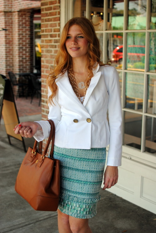 Super chic work look: @toryburch blue tweed skirt and luggage #Robinson tote