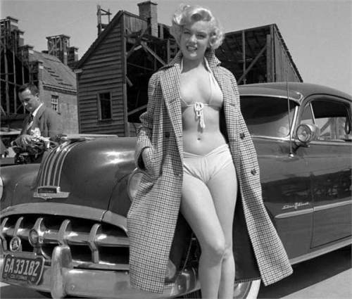 hellformotors:  Pontiac & Marilyn Monroe   Beautiful