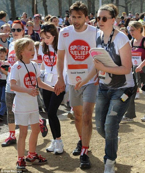 rockinwhovian:  David Tennant, Georgia Moffett, and their son Tyler taking part in Sports Relief