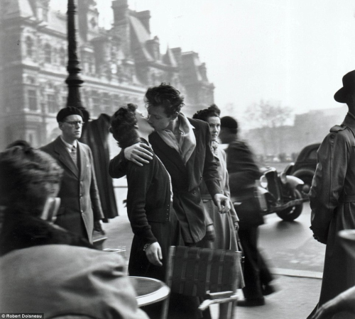 whererealityisdrowned:  Robert Doisneau's Le baiser de l'hotel de ville (Kiss by the Hotel de Ville) shot in 1950 Paris, shows a young couple kissing amid the hustle and bustle of a Paris street.   Quite possibly my favorite photograph..