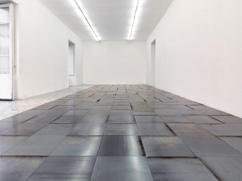 Carl Andre 9 x 27 Napoli Rectangle 2010 Hot-rolled steel 243 units on floor, 0,5 x 50 x 50 cm each, 0,5 x 451 x 1350,50 cm total.