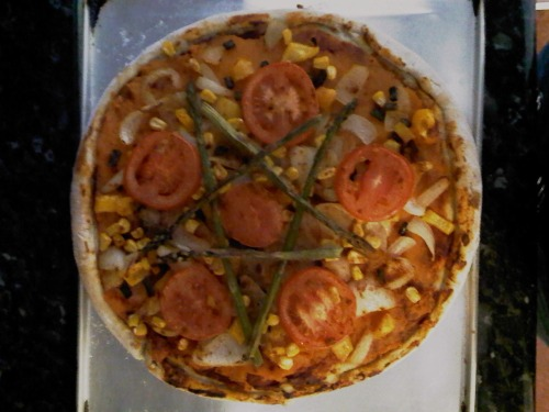 reblogged from whoarethebrainpolice:  Pizzagram: Home-made base, tomato purée, mashed sweet potato, green beans, onion, corn, yellow pepper, tomato and asparagus pentagram. Topped with cayenne pepper.