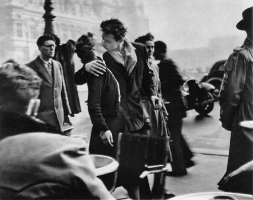 Le baiser de l'hôtel de ville (Kiss by the Town Hall) Happy 100th Birthday Robert Doisneau. In the 1930s he used a Leica on the streets of Paris. He was a pioneer of photojournalism. He is renowned for his 1950 image Le baiser de l'hôtel de ville (Kiss by the Town Hall), a photo of a couple kissing in the busy streets of Paris. Robert Doisneau was appointed a Chevalier (Knight) of the Legion of Honour in 1984.