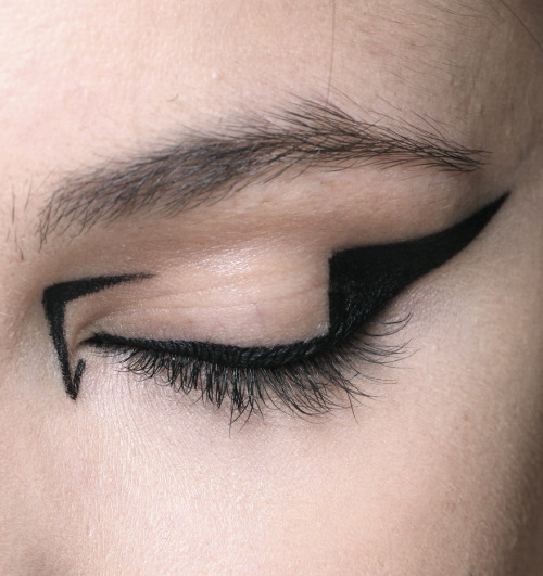 sfilate:  Mary Katrantzou A/W 2012 Beauty