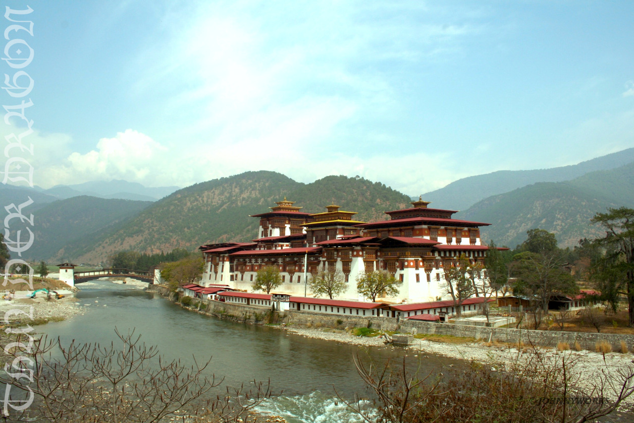 johnnyworks:  PUNAKHA | BHUTAN Taken on my way out after a visit to the breathtaking Punakha Dzong. This is my Picture Post card of the place. what beauty..!