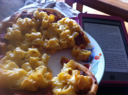 Vegan Mac&Cheese Pizza and a pantless Nathan Fillion… now that's a great way to spend a night!    veganpizzafuckyeah:  reblogged from fearfullyandwonderfullymadeblog:  Vegan Mac and cheese pizza and 'tomorrow when the war began' on my kindle. Life is perfect.