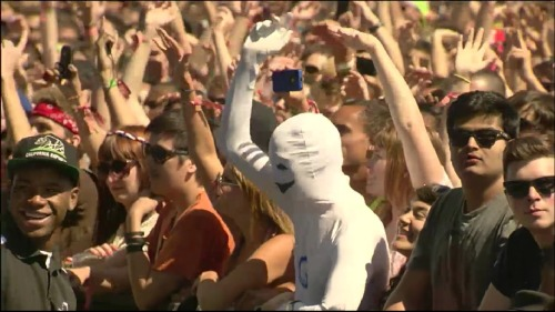 hipster-sandwich:  GREENDALE HUMAN BEING IN THE COACHELLA CROWD DURING CHILDISH GAMBINO'S SET.
