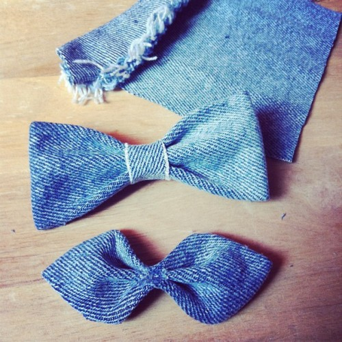 thriftstyled:  Made some bowties out of cut off denim jacket sleeves :) #diy #thrift #thrifted #thrifter #bowties #bowtie #jeanjacket (Taken with instagram)  Am loving this blog. Hope there will be lots more posts :)