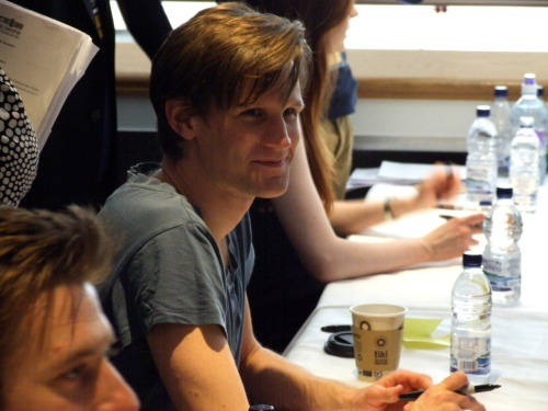 peppermintandraspberrytea:  I have a picture of Matt Smith looking… wait for it… HUMAN. There is nothing alien about him in this picture - what's going on?!