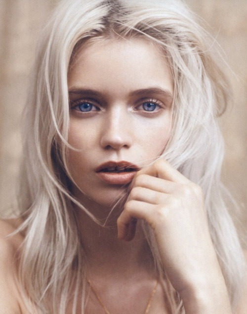 voguelovesme:  Abbey Lee Kershaw by Lachlan Bailey for Vogue China.