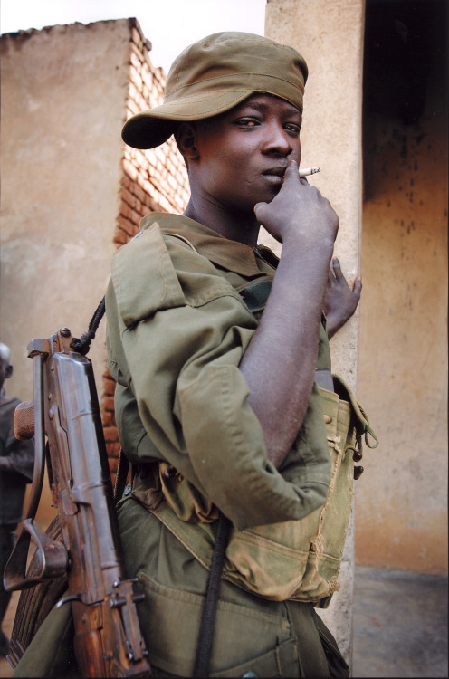 simply-war:  Child soldier in Uganda  Photo: Kindernothilfe / Schulze