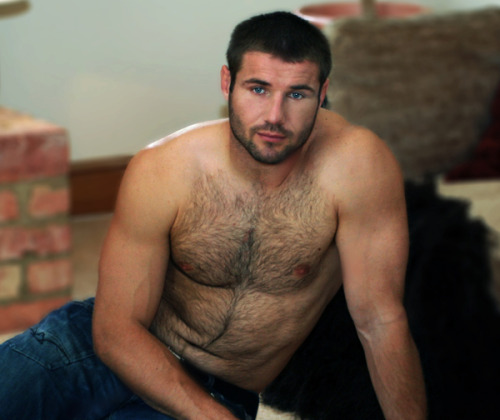 paulslabyrinth:  2babosos:  Ben Cohen, el rugbier friendly  Sigh! this man……