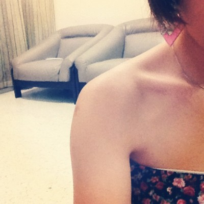 #girl #asian #instagram #pink #earring #collarbone #retro #sofa #home #arm #frontcamera #self  (Taken with instagram)