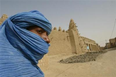 lavacheestdanslepre:  Timbuktu librarians protect manuscripts from rebels Malian scholars, librarians and ordinary citizens in the rebel-occupied city of Timbuktu are hiding away priceless ancient manuscripts to prevent them from being damaged or looted, a South African academic in contact with them said.