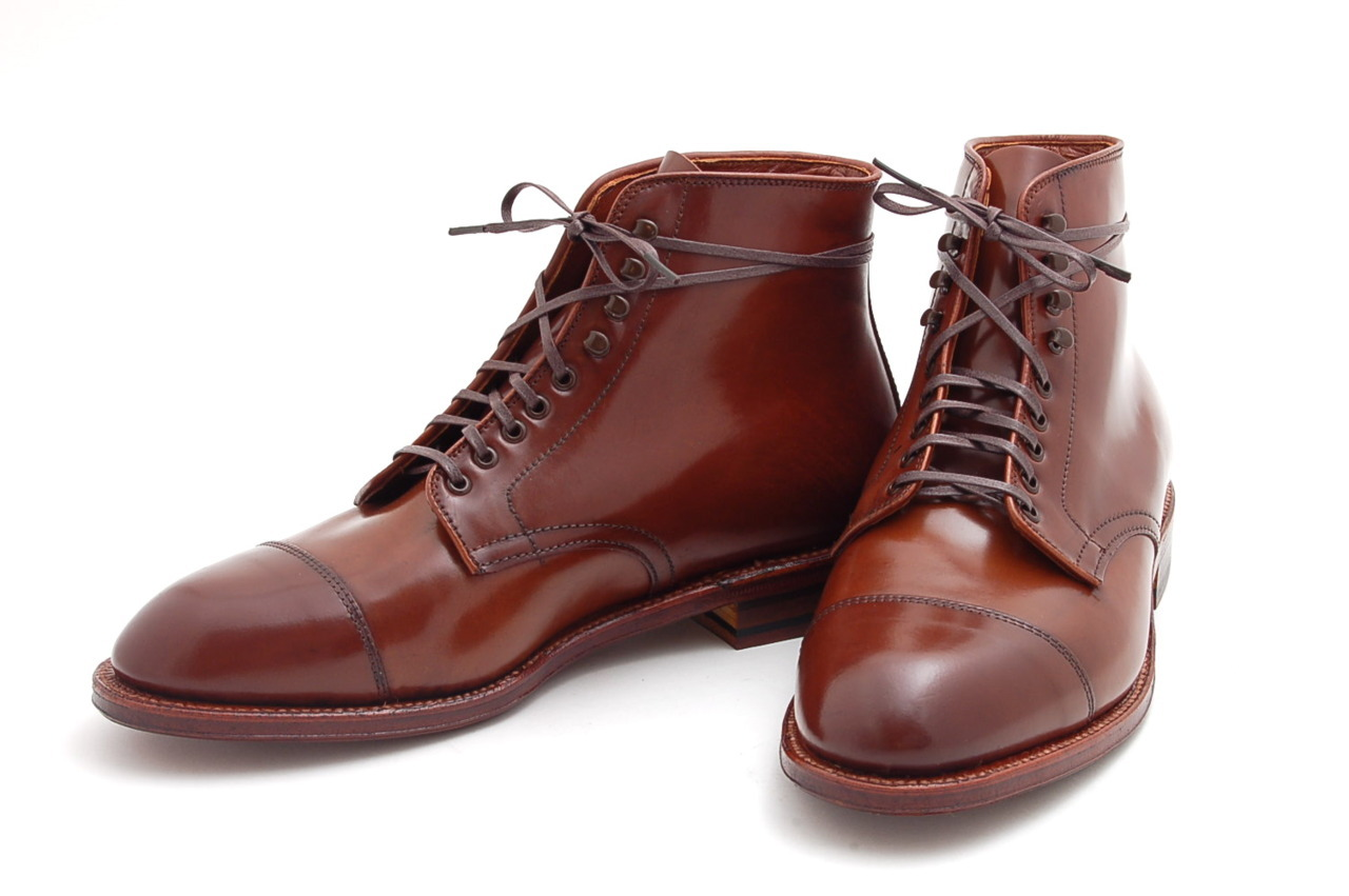 Alden x Leffot Ravello Shell - Day Tripper Boot Leffot designed its Alden x Leffot Day Tripper boot on the Grant last in Genuine Horween Shell Cordovan. Ravello cordovan is something like the Unicorn of cordovan colors often talked about but rarely seen. It is a warm deep chestnut color that pairs well with almost anything. These boots feature single leather oil dipped flex soles, 360° flat welt, and double row stitched cap toes. This is an awesome boot for autumn and winter wear. Day Tripper Grant Last, Ravello Shell Cordovan, Flex Welt Soles