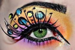 I want to be able to do make up like this! Someone teach me. <3