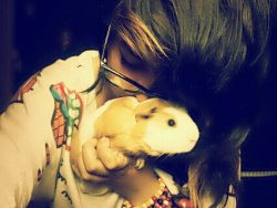 That's my bestfriend and her pet Kyle. <3 thought it was cute! ^.^