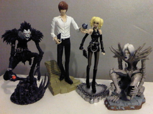Light and Ryuk, meet Misa and Rem. Whoop! Bit gutted they didn't have any Ls left, but there's a 90% chance I'll buy one online tomorrow.