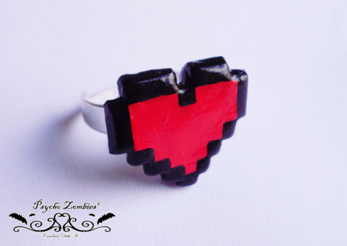 8bits heart pixel art ring. Available for sale at Etsy. // Anillo corazón 8 bits pixel art. Disponible para compra en Etsy.