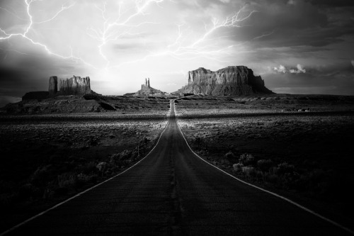 Monument Valley by Tony Dadson