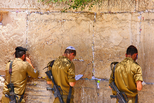 simplyisrael:  IDF soldiers praying at the western wall