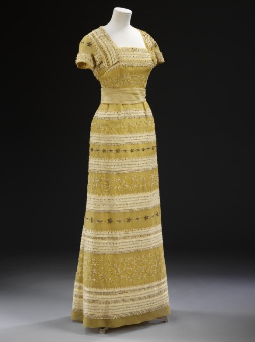 omgthatdress:  Evening Ensemble Christian Dior, 1953 The Victoria & Albert Museum