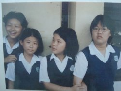 i'm the one on the far right.. Being an overweight all my life is bad.. With an ugly oversized glasses, it made life way harder than it should be.. Just for a laugh.. =p