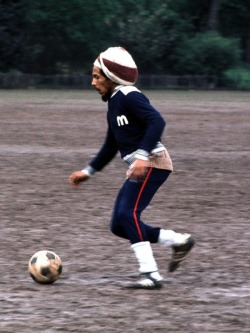 Bob Marley playing soccer in London  (Sorry I can't remember the blog this came from, I downloaded it a couple of years ago.)