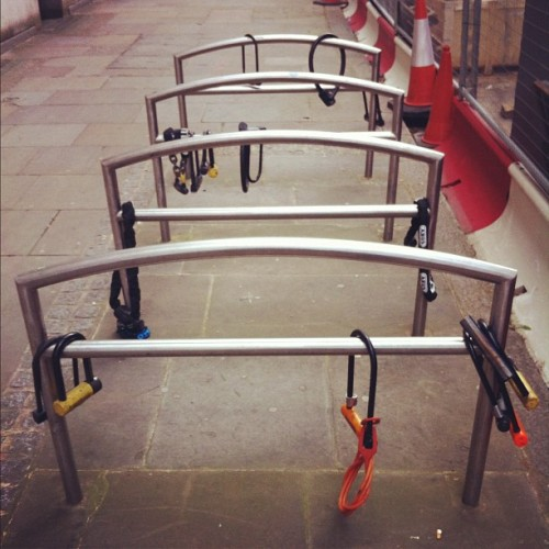 Lock stand #london #lock #stand #bike #velo (Pris avec instagram)