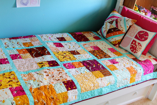 Mermaid bed complete! by Darci - Stitches&Scissors on Flickr.I wish that this is what my bed looked like right now. My HR quilt is nice, but this bed set is extraordinary *jealous of a 5y/o girl*