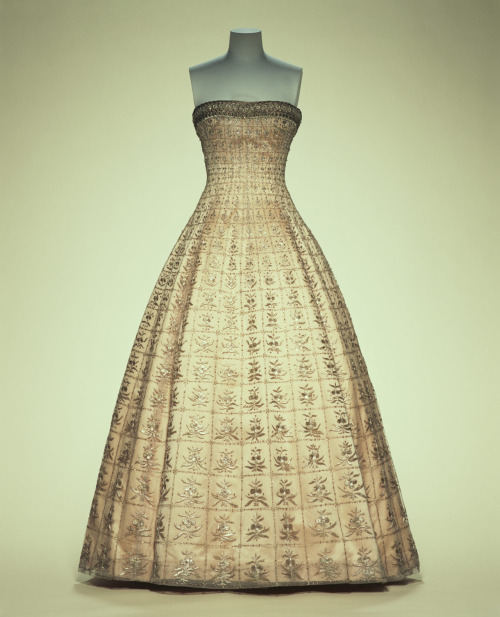 omgthatdress:  Evening Dress Christian Dior, 1955 The Kyoto Costume Institute