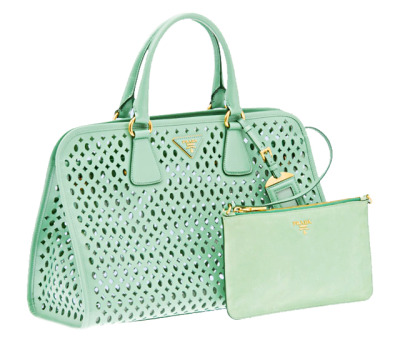mint-me:  [mint green prada]  giveaway going on now: click here for rules and to reblog post (more reblogs=more enteries!) please read the rules (must be following mint-me AND another-perfectsonnet) to win over $200 worth of cosmetics, clothes, and accessories ENDS APRIL 27TH good luck xxoo