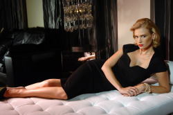 Betty Draper/ January Jones IS SO HOT!!!