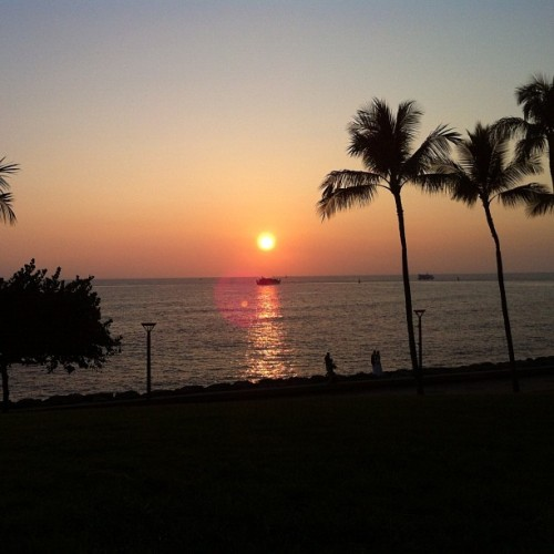 Day 15: sunset. #Hawaii sunset in January. #photoadayapril  (Taken with instagram)