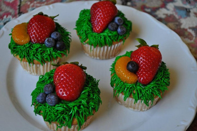 Summer Cupcakes by DessertsByScrumptious on Flickr.