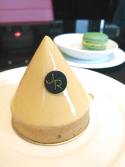 Tarte au Citron 檸檬塔 @ SALON DE THE de Joël Robuchon, Taipei by slowpoke_taiwan on Flickr.