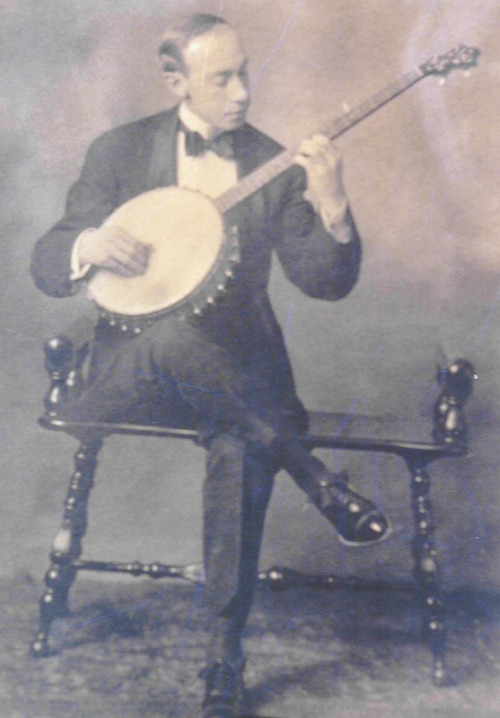 (via vintagephoto: Music Goes Round and Round)