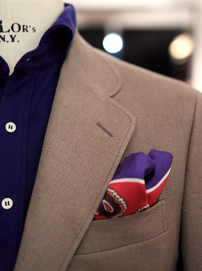 landerurquijo:  That is our special lapel for our summer jackets / Esa es nuestra solapa especial para nuestras chaquetas de verano