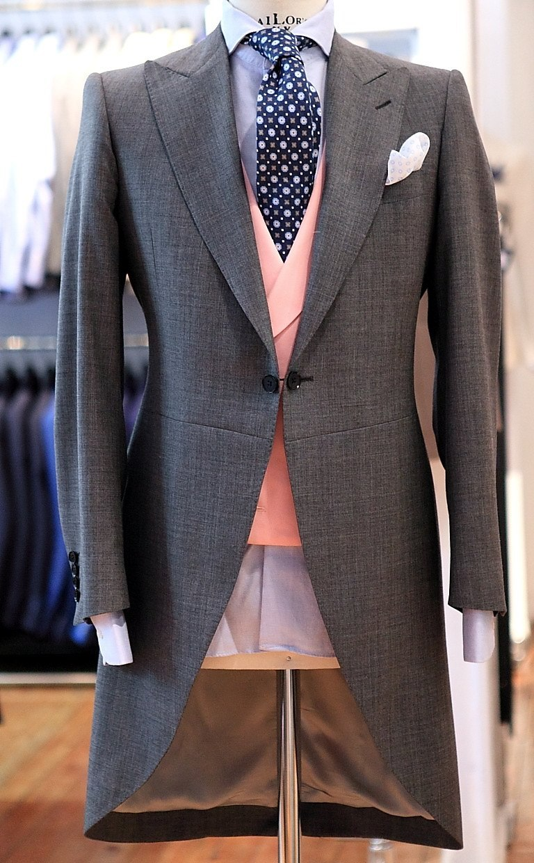 "landerurquijo:  Grey morning suit, the pink waiscoat is the touch"", / Chaqué gris, el chaleco rosa es el toque"","