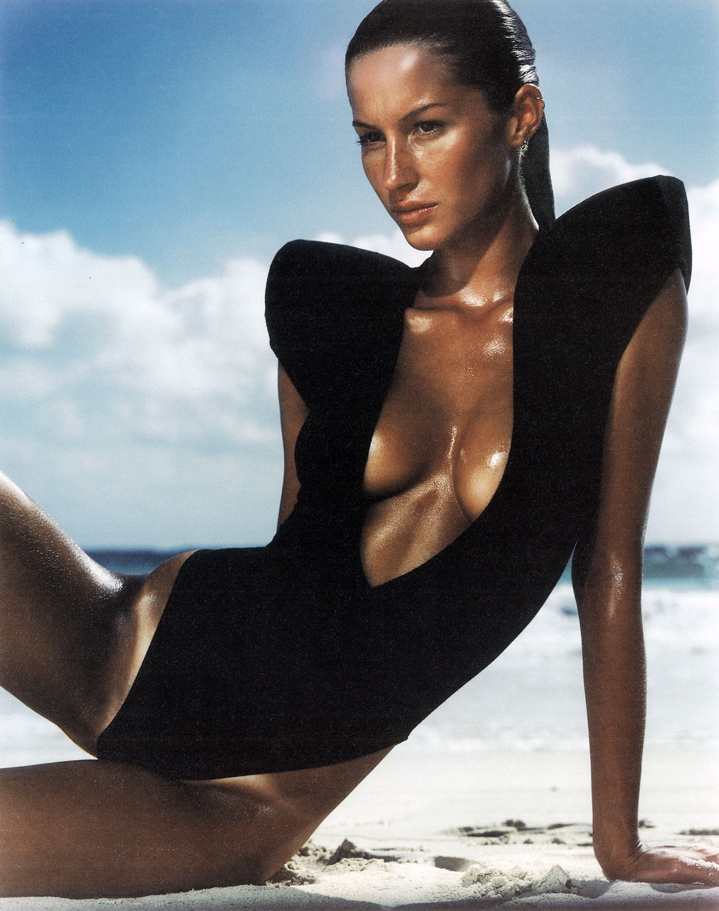 Gisele wears black shoulder-padded swimming costume by Jeremy Scott. Lick the Battery, The Facephotography sean ellis styling catherine aymé hairstylist neil moodie  Fashion Images de Mode Nº5 (2000)