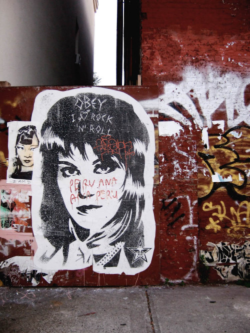 joanjettandtheblackhearts:  Jett graffiti… I like it.