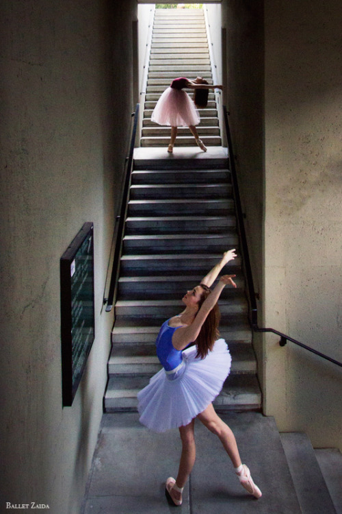 Dancers - Angelica & Abigail Tilton. Location - Embarcadero. San Francisco, California. © 2012 Oliver Endahl  www.BalletZaida.com