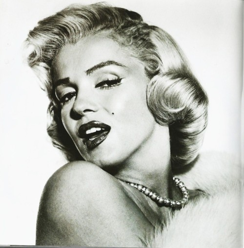 Scanned from a wonderful little book called 'Images of Marilyn Monroe'.