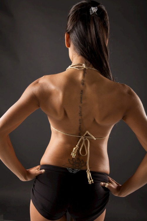 evepostapple:  Want a Bad-Ass Back? There is nothing sexier than a toned and sculpted back.  A toned back not only supports the rest of your body's musculature, so it is functionally important, but it also accentuates your shoulders and arms creating deep, dimensional muscles. (This photograph was taken at my photo shoot with Brandyland Photography last month.)   Many women stick to training their lats, but don't really focus on the other areas of the back, namely middle and lower.  As a yogi, we become aware of the importance of a healthy spine and thus, this workout incorporates all areas of back training both with weights and yoga poses.  I have created this workout by using some of my favourite exercises from Oxygen Magazine and with my own knowledge as a yoga teacher.  This back beautifying program can be incorporated into your regular workout and these sets of exercises should be practiced 3 days per week (1 set per workout, or combine to perform the whole routine 2 days per week.)   With back routines, rest is extremely important so take at least 1-2 days in between workouts for maximum muscle growth and recovery. Are you ready? The Bad-Ass Back Workout Set 1 3x10 reps Weighted Deadlifts Bent Over Barbell Rows Supermans Set 2 4X15 reps Upright Rows Good Mornings Barbell Shrugs Dolphin Downward Dog Set 3 4X12 Weighted Lower Back Raises Lat Pull High Pully Pull-Overs Chaturanga Push ups *Some tips to make this workout most effective:  - Try to avoid squatting on your back days  - Lift heavy with Set 1, although reps are low and it is a small set, you should feel quite tired afterward  - Be sure to stretch out for at least 7-10 minutes after each workout