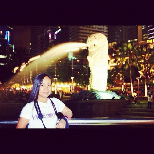 Me And Merlion #igsg #igersbisaya #igerspinoy #instamood #instadaily #goingplaces #iphonesia #iphoneonly #iphoneography #audreyinsingapore  (Taken with instagram)
