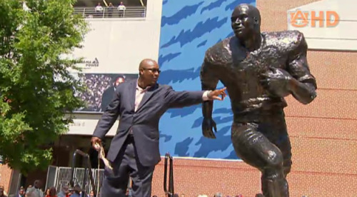 Bo Jackson admires his new Heisman trophy statue at Auburn University, in front of Jordan-Hare Stadium.  More at Auburn Family…